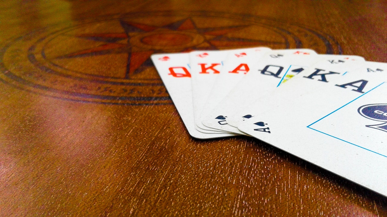 how to play gin rummy - playing cards